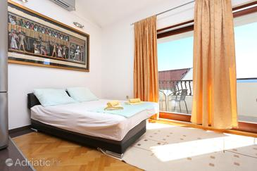 Duće, Obývací pokoj 1 v ubytování typu apartment, s klimatizací a WiFi.