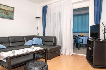 Kaštel Gomilica, Obývací pokoj v ubytování typu apartment, dostupna klima, dopusteni kucni ljubimci i WIFI.