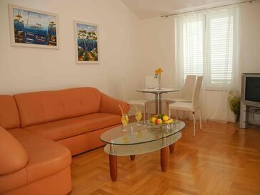 Jezera, Dnevna soba v nastanitvi vrste apartment, dostopna klima in WiFi.