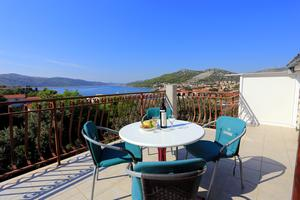 Apartmani uz more Seget Vranjica, Trogir - 12760