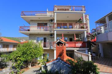 Seget Vranjica, Trogir, Property 12760 - Apartments near sea with pebble beach.