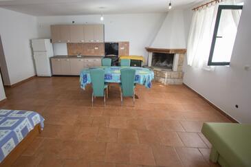 Rapak, Obývací pokoj v ubytování typu apartment.