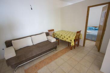 Rapak, Jídelna v ubytování typu apartment.