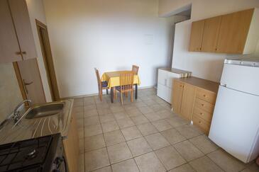 Rapak, Salle à manger dans l'hébergement en type apartment.