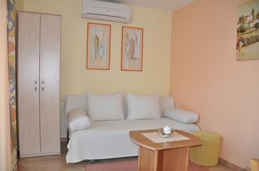 Omišalj, Гостиная в размещении типа apartment, доступный кондиционер, Домашние животные допускаются и WiFi.