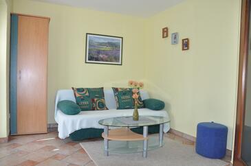 Omišalj, Obývací pokoj v ubytování typu apartment, s klimatizací, domácí mazlíčci povoleni a WiFi.