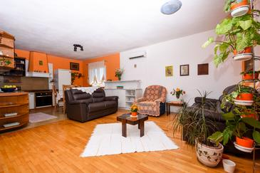 Okrug Gornji, Nappali szállásegység típusa apartment, légkondicionálás elérhető és WiFi .