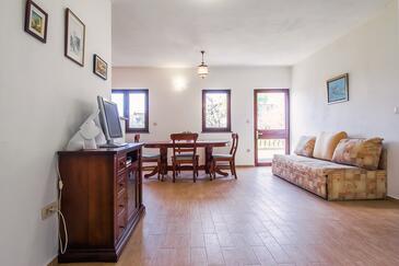 Kaštel Sućurac, Living room in the apartment, dostupna klima, dopusteni kucni ljubimci i WIFI.
