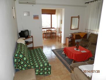Orebić, Obývací pokoj v ubytování typu studio-apartment, s klimatizací, domácí mazlíčci povoleni a WiFi.