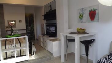 Zadar - Diklo, Jedáleň v ubytovacej jednotke studio-apartment, WiFi.