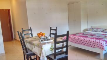 Fažana, Dining room in the studio-apartment, WiFi.