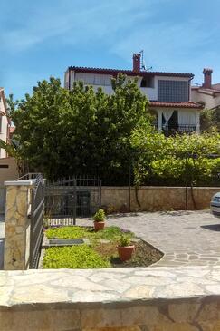 Fažana, Fažana, Property 12862 - Apartments with pebble beach.