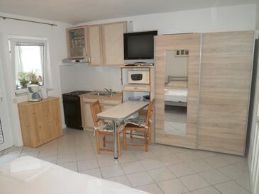 Nin, Küche in folgender Unterkunftsart studio-apartment, WiFi.