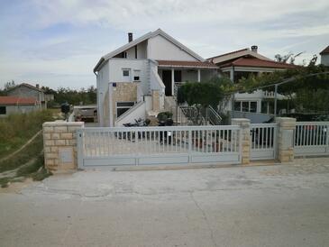 Nin, Zadar, Propiedad 12864 - Apartamentos with sandy beach.