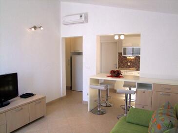 Baška Voda, Wohnzimmer in folgender Unterkunftsart apartment, Klimaanlage vorhanden, Haustiere erlaubt und WiFi.