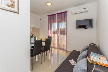 Stanići, Wohnzimmer in folgender Unterkunftsart apartment, WiFi.