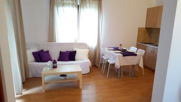 Murter, Obývacia izba v ubytovacej jednotke apartment, dostupna klima i WIFI.