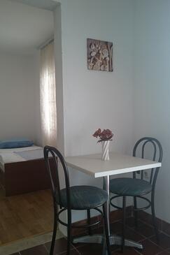 Vir, Столовая в размещении типа studio-apartment, WiFi.
