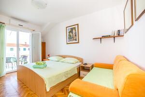 Apartmaji s parkingom Bol (Brač) - 12980