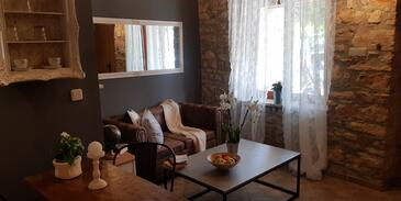 Loborika, Living room in the apartment, air condition available and WiFi.