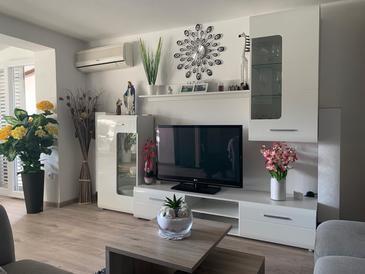 Zaton, Wohnzimmer in folgender Unterkunftsart apartment, Klimaanlage vorhanden, Haustiere erlaubt und WiFi.