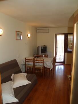 Roč, Obývací pokoj v ubytování typu apartment, dostupna klima, dopusteni kucni ljubimci i WIFI.