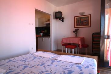 Brist, Jídelna v ubytování typu studio-apartment, WiFi.