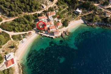 Uvala Tvrdni Dolac, Hvar, Objekt 13018 - Ubytovanie blízko mora s kamienkovou plážou.