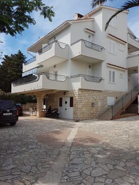 Novalja, Pag, Объект 13033 - Апартаменты вблизи моря с галечным пляжем.