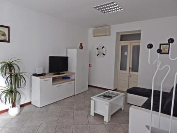 Pula, Obývacia izba v ubytovacej jednotke apartment, klimatizácia k dispozícii a WiFi.