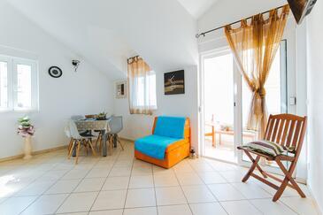 Nemira, Esszimmer in folgender Unterkunftsart apartment, Haustiere erlaubt und WiFi.