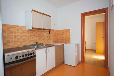 Tučepi, Kuchyňa v ubytovacej jednotke apartment, dopusteni kucni ljubimci i WIFI.