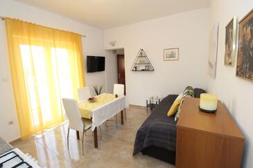 Pag, Dining room in the apartment, air condition available, (pet friendly) and WiFi.