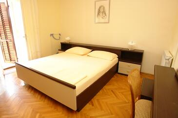 Pag, Bedroom in the room, air condition available, (pet friendly) and WiFi.