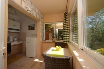 Zavalatica, Jedáleň v ubytovacej jednotke apartment, domáci miláčikovia povolení a WiFi.