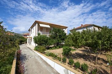 Trogir, Trogir, Objekt 13102 - Ubytování s oblázkovou pláží.