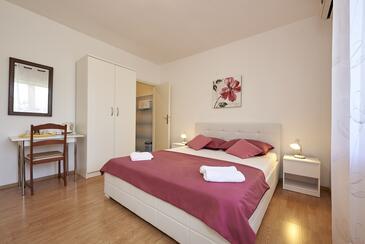 Trogir, Ložnice v ubytování typu room, s klimatizací a WiFi.