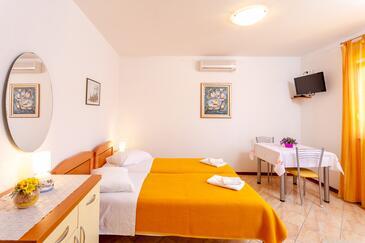Brela, Гостиная в размещении типа studio-apartment, доступный кондиционер и WiFi.