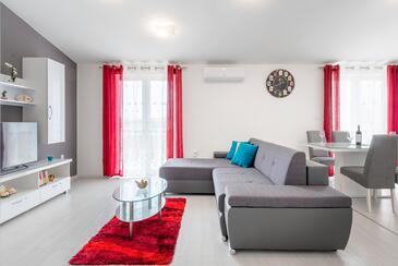 Stobreč, Camera di soggiorno nell'alloggi del tipo apartment, condizionatore disponibile e WiFi.