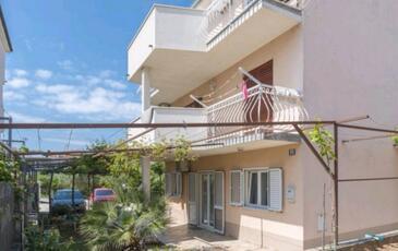 Stobreč, Split, Obiekt 13122 - Apartamenty ze żwirową plażą.