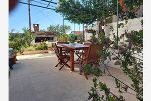 Apartments and rooms with parking space Hvar - 13161