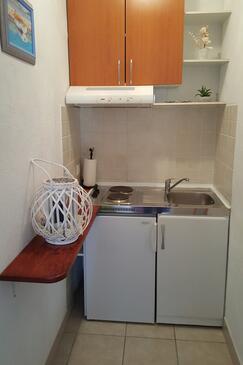 Hvar, Kitchen in the studio-apartment, WiFi.
