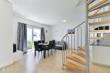 Nin, Blagovaonica u smještaju tipa apartment, kućni ljubimci dozvoljeni i WiFi.
