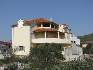 Tribunj, Vodice, Objekt 13174 - Ubytování s oblázkovou pláží.