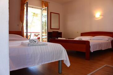 Sveta Nedilja, Spálňa v ubytovacej jednotke studio-apartment, klimatizácia k dispozícii, domáci miláčikovia povolení a WiFi.
