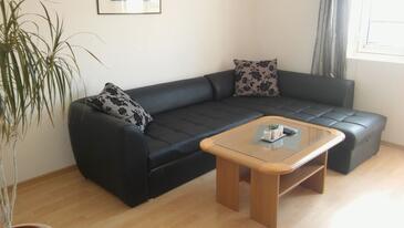 Gradac, Obývací pokoj v ubytování typu apartment, dostupna klima i WIFI.