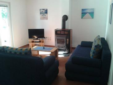Zaton, Living room in the apartment, air condition available and WiFi.