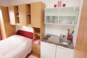Podgora, Cucina nell'alloggi del tipo studio-apartment, WiFi.