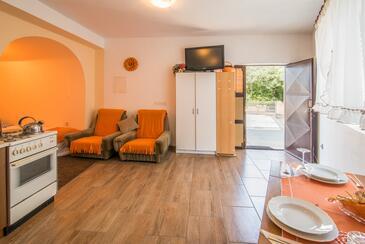 Malinska, Obývací pokoj v ubytování typu studio-apartment, dopusteni kucni ljubimci i WIFI.
