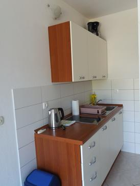 Viganj, Kitchen in the apartment, (pet friendly) and WiFi.